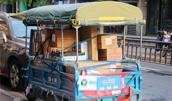 快递业务量迅猛增长 纸质类包装材料占比高